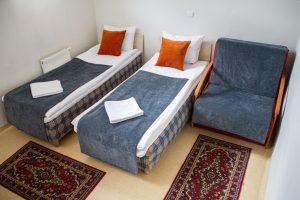 Trivietis (dvivietis su pristatoma lova)